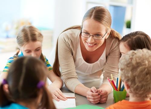 英語を通じて知識を学ぶ!経験豊富な外国人講師による国際教育